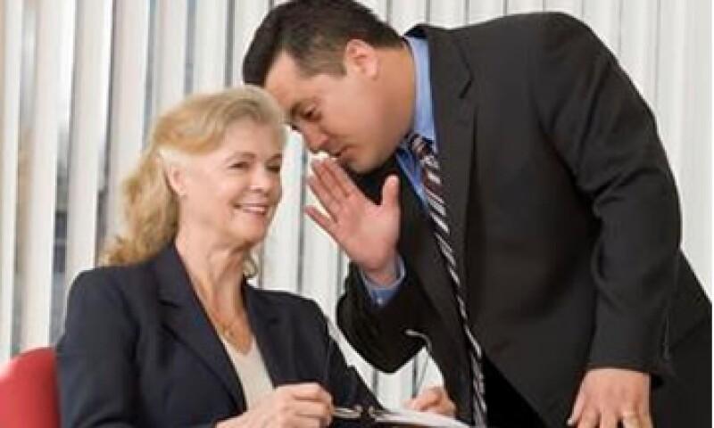 Las referencias profesionales que otros den de un candidato es un factor que toman en cuenta los reclutadores. (Foto: Jupiter Images)