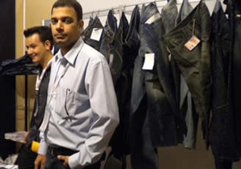 Faisal Siddiqui, empresario pakistaní dueño de la firma Siddicson Denim, que exporta a 18 países 100 mdd anuales en prendas de mezclilla. (Foto: Silvia Ortiz)