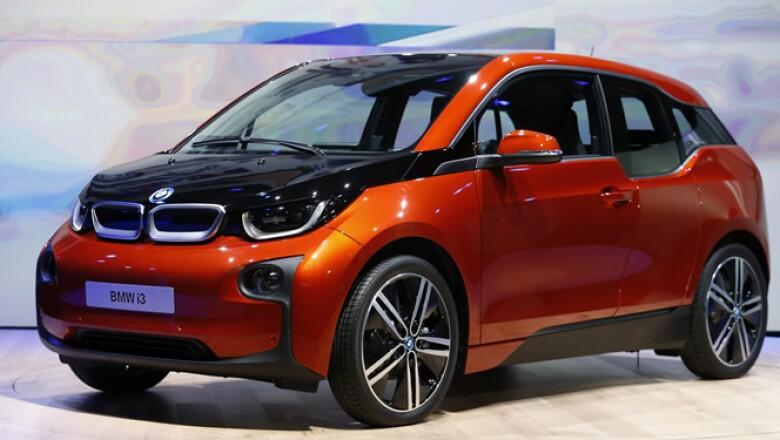 El auto es capaz de acelerar de 0 a 100 kilómetros por hora en 7.2 segundos.