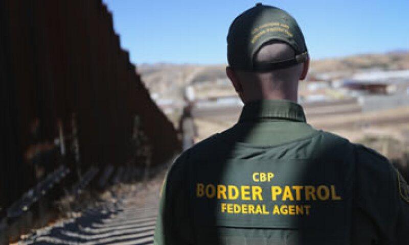 Un elementos de la Patrulla Fronteriza de EU vigila la frontera con México (Foto: Getty Images/Archivo)