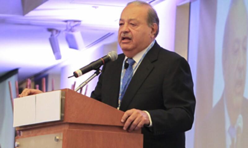 El Gobierno está obligado a ofrecer seguridad jurídica en el sector de las telecomunicaciones, dijo Slim. (Foto: Cuartoscuro)