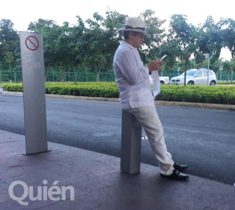 El hermano de Luis Miguel, Alejandro Basteri, también fue captado en el aeropuerto.