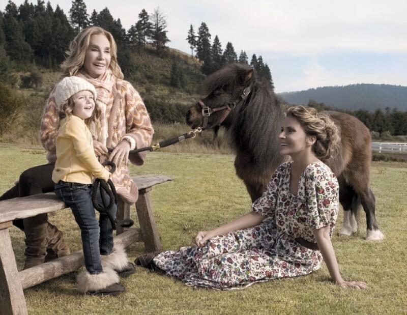 El amor que Antonia le tiene a los caballos es garcias a su Abue, como ella le dice a Toni Camil. Aquí con Issabela en el rancho de la familia.