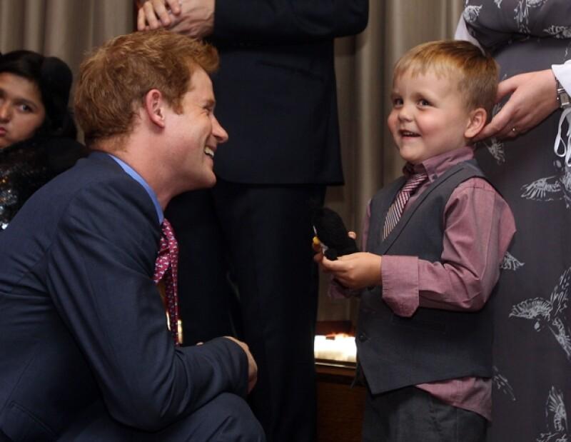 El nieto de la reina Isabel II acudió a los premios `WellChild Awards´, celebrados en el Hotel InterContinental en Londres.