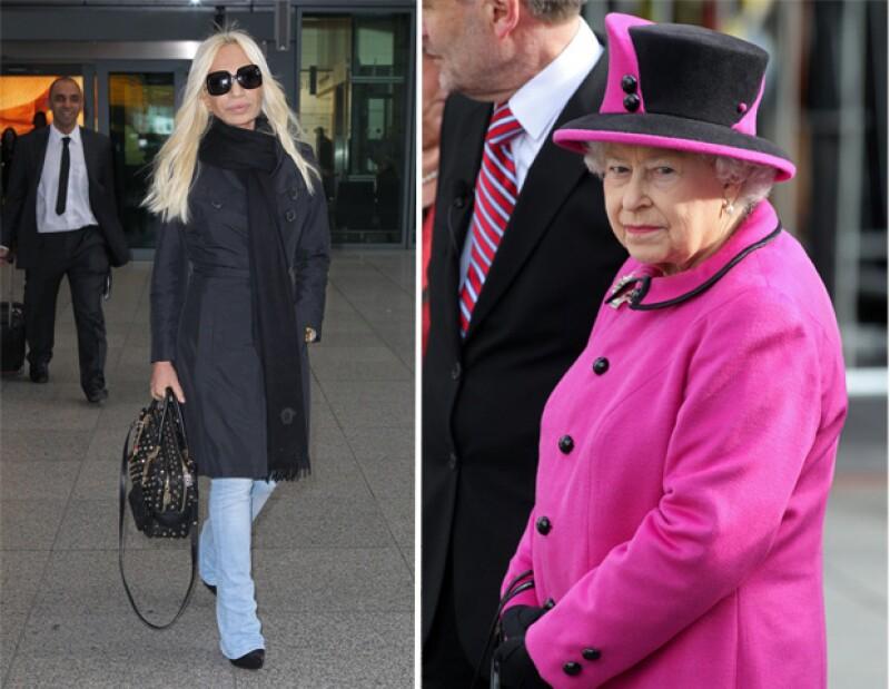 A la famosa diseñadora le gustaría actualizar el vestuario de la soberana británica y adaptarlo a gustos más juveniles con propuestas estéticas rompedoras.