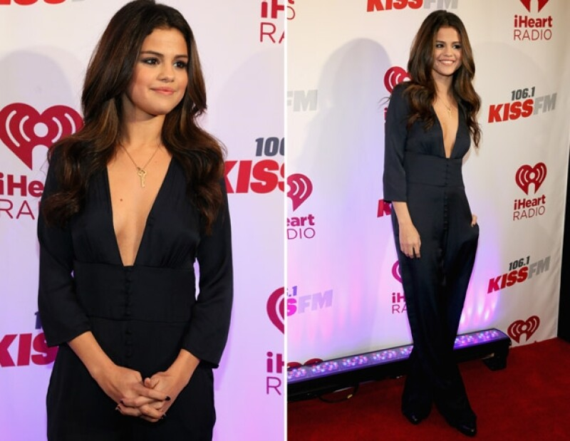 La cantante se presentó ayer en Dallas, Texas, como parte de un concierto que realizó la emisora KISS FM. Ahí la joven utilizó dos outfits muy sexys, aunque sin cruzar la línea de lo vulgar.