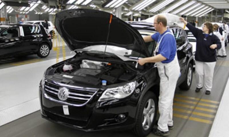 Volkswagen vendió 259,900 unidades, es decir, 1% menos que el año anterior. (Foto: AP)