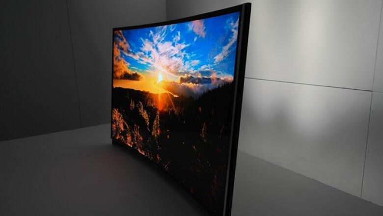 Samsung presentó la primera pantalla curva OLED del mercado, la cual llegaría al mercado antes de 2016.