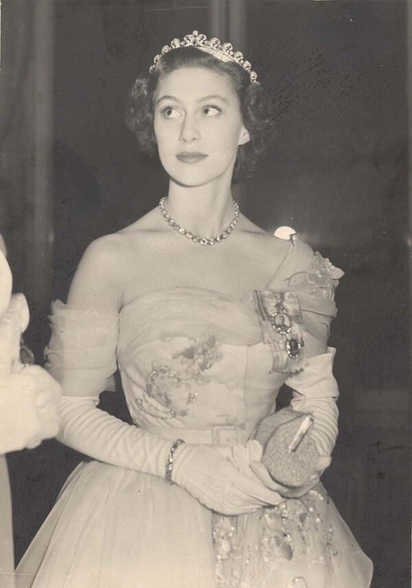Princess Margaret - November 1951 Princess Margaret In Paris Arriving At The Hertford Hospital Ball At The Cercle Interallie. Princess Elizabeth Wearing Her 21st Birthday Off-shoulder Dior Gown Last Night Went To Paris' Most Spectacular Ball Since T
