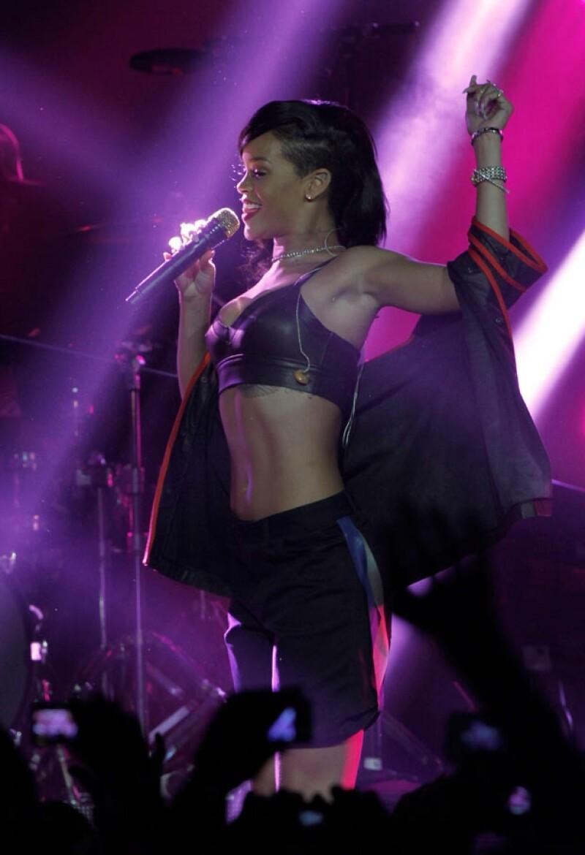 Ayer la cantante originaria de Barbados se presentó en El Plaza Condesa ante una audiencia nacional y extranjera eufórica por ver a &#39Riri&#39 en vivo y de una manera más privada.