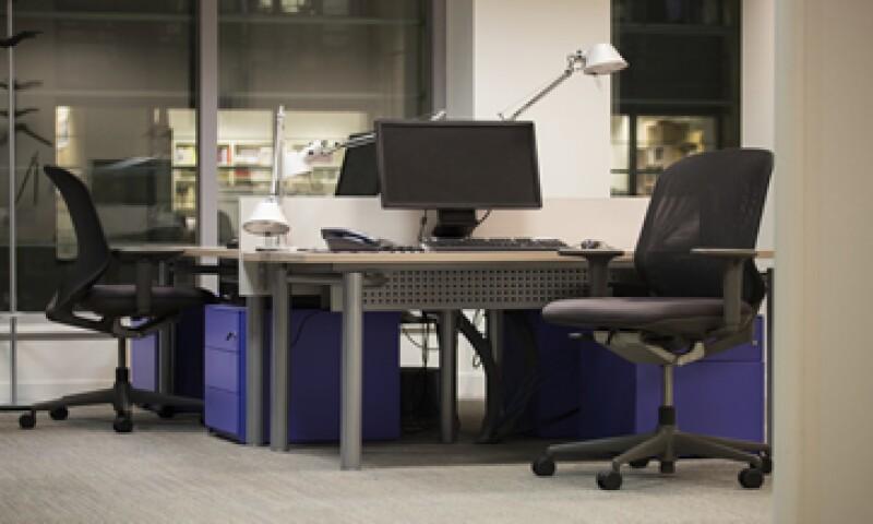 Los empleados que no faltan deben ser reconocidos con bonos. (Foto: iStock by Getty Images)