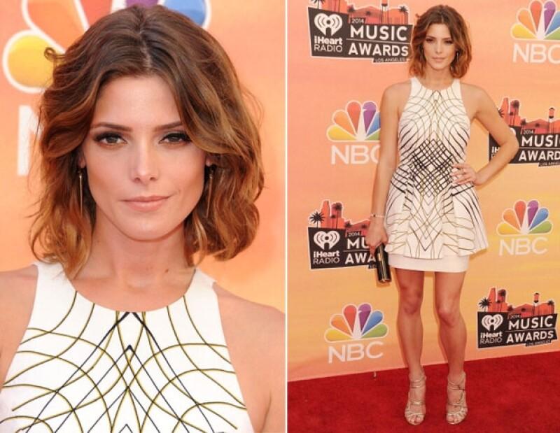 El día de ayer se llevaron a cabo los iHeartRadio Music Awards y tenemos a nuestras elegidas a las mejor vestidas del red carpet.