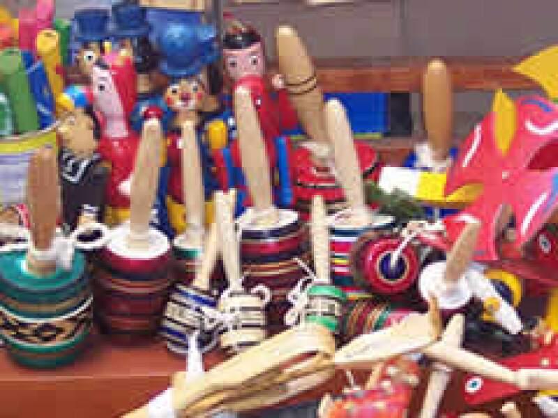 Algunos productores de juguetes de madera en México se resisten a mejorar sus procesos y materiales. (Foto: Wikimedia)