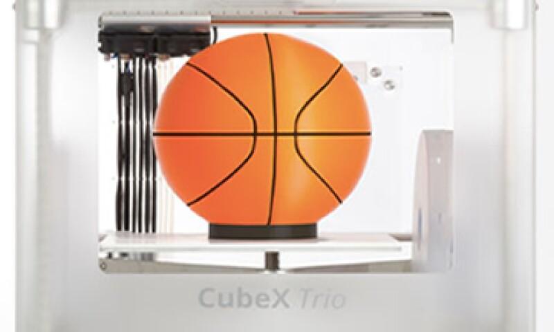 A través de plástico y materiales reciclados, esta impresora casera puede generar objetos. (Foto: Francisco Rubio)