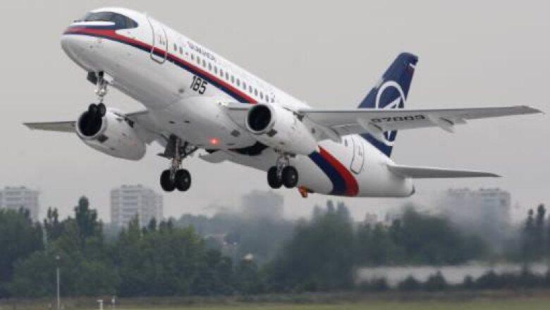 El avión producido por Rusia es principalmente utilizado para vuelos regionales, los fabricantes estiman que el tiempo de vida de este modelo es de 70 mil horas vuelo, superando el promedio de 30 mil horas.