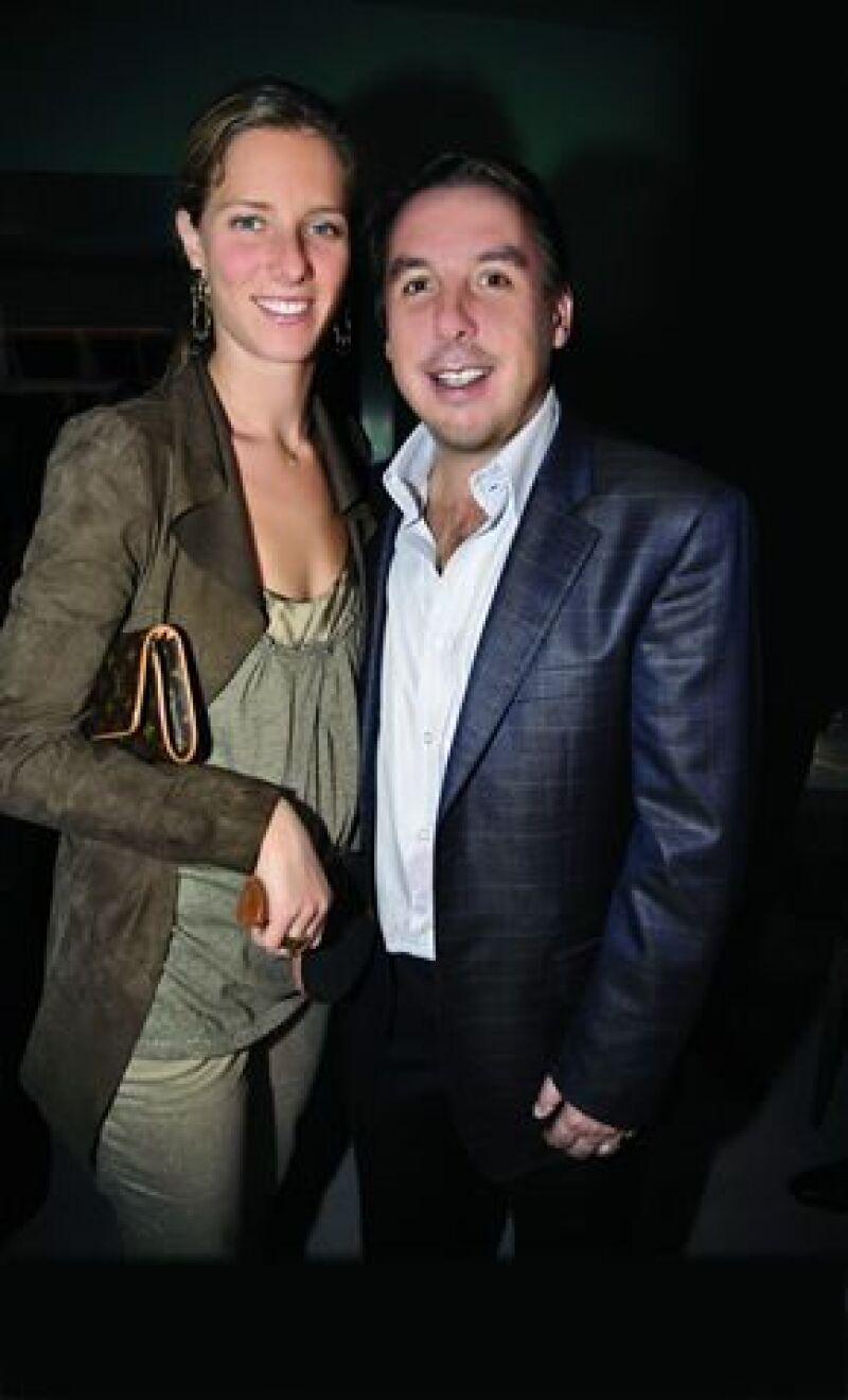 Emilio Azcárraga Jean, dueño de Televisa, de 41 años, y su esposa, Sharon Fastlicht, de 29, serán padres por tercera ocasión, y desean que el sexo del nuevo miembro de la familia sea sorpresa.