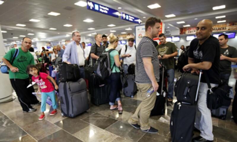 El AICM es quien administra directamente los estacionamientos de la Terminal 1 y el de la Terminal 2, a través de un operador especializado en el ramo. (Foto: Notimex)