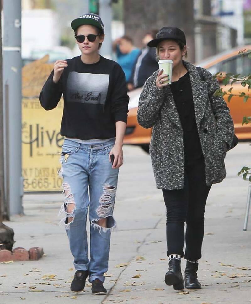 Ahora que su mamá ha negado haber dicho algo al respecto sobre su supuesta relación con Alicia Cargile, la actriz se encuentra enfadada con quienes se metieron en su vida privada.