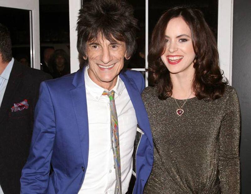 Wood se casó con su prometida Sally Humphreys en una ceremonia en el hotel Dorchester de Londres, reportaron el sábado dos diarios británicos.