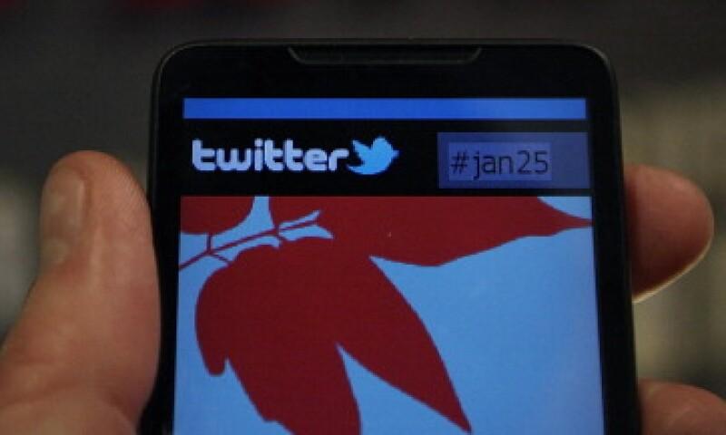 Twitter debe pedir a los usuarios que además de ingresar su contraseña, escriban un código que el sitio les mande a su móvil. (Foto: Getty Images)