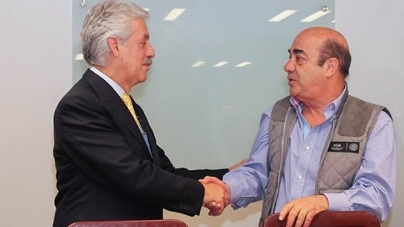 El panista Ricardo García Cervantes (izquierda) y Jesús Murillo Karam (derecha) durante una reunión este martes