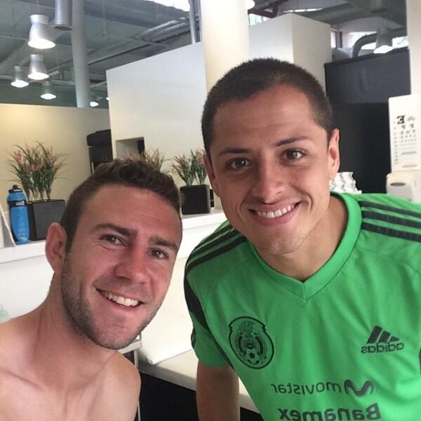 Junto a Javier Hernández `Chicharito´ compartió una foto al terminar su entrenamiento. `Convencidos de que queremos lograr cosas importantes´, escribió.