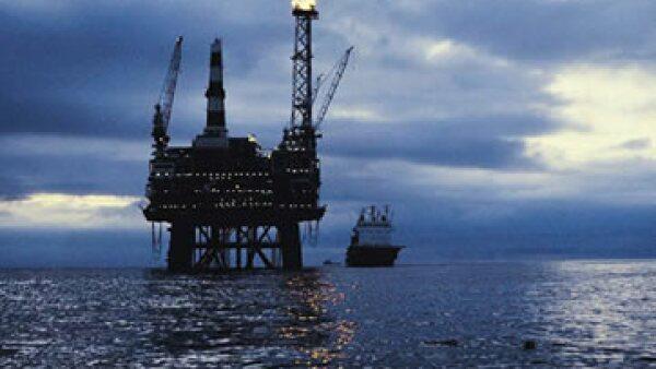 El petróleo de EU perdía 2.02 dólares a 101.29 dólares por barril este lunes. (Foto: Thinkstock)