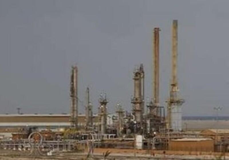 La producción petrolera de Libia cayó a 700,000 o 750,000 bpd desde los niveles normales de 1.6 millones de bpd. (Foto: Reuters)