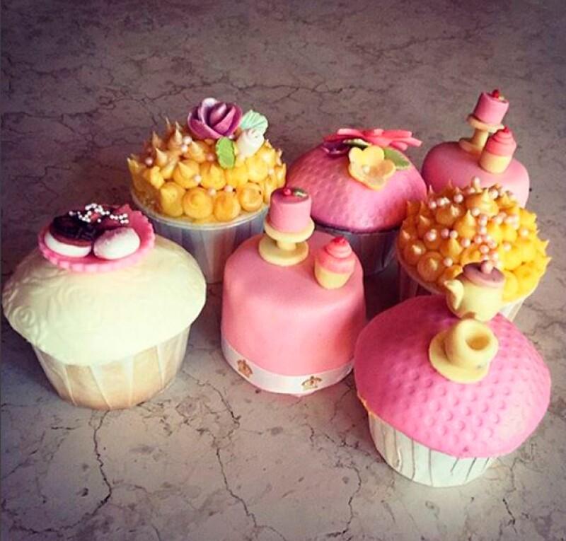 La cantante compartió esta foto de los elaborados cupcakes con los que celebró su cumpleaños.