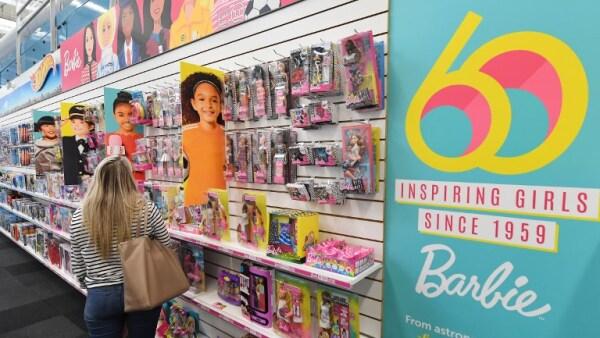 Sin una sola arruga y en una nueva era, Barbie llega a su cumpleaños 60