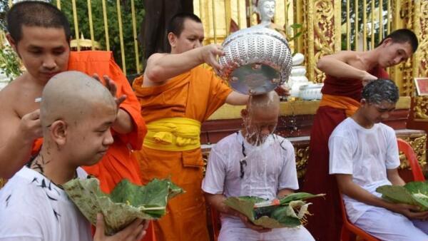 Los niños rescatados de la cueva en Tailandia serán monjes budistas novicios