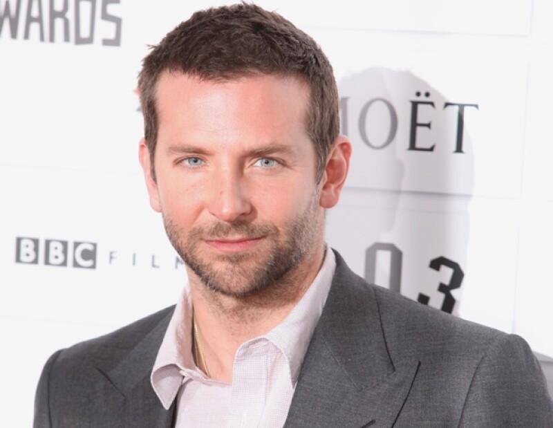 El actor fue considerado por la revista People como el Hombre Vivo Más Sexy del 2011, pero además su personalidad, ojos claros y carisma lo han situado como uno de los solteros más cotizados.