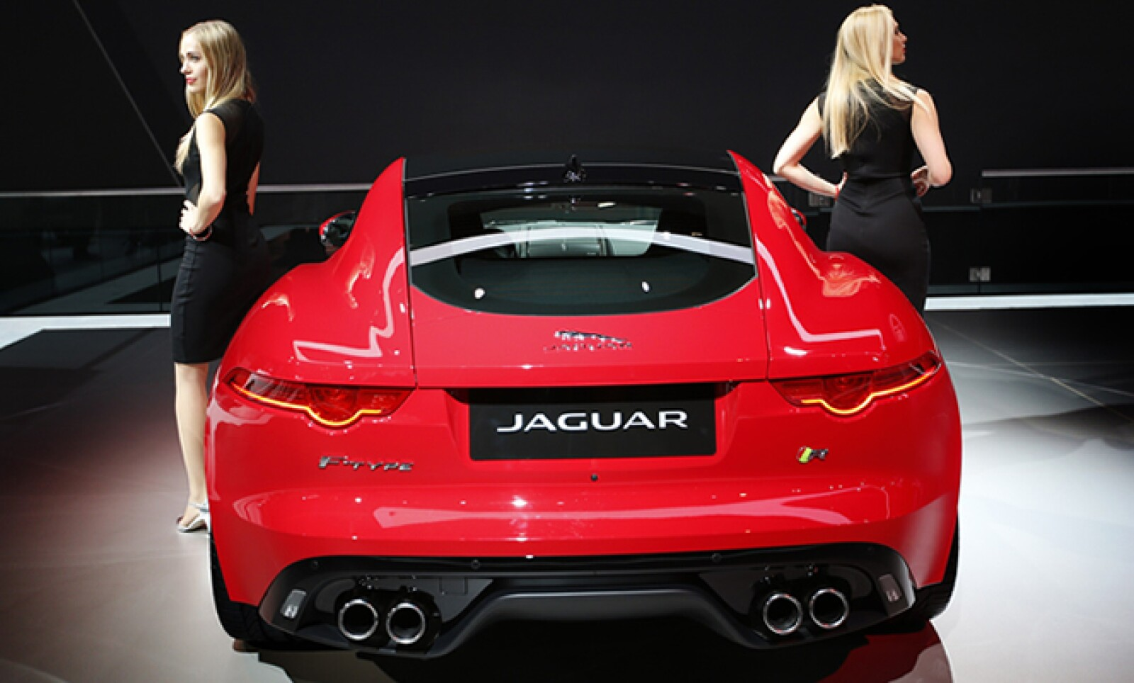 Jaguar presentó un convertible súper ligero de dos asientos.