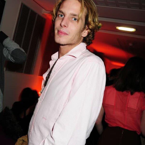 También de rosa roba suspiros. En Le Bal Jaune organizado por la FIAC en 2009.