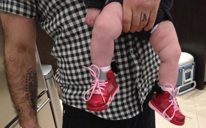 Robbie Williams de vez en cuanto comparte fotos con su hija.