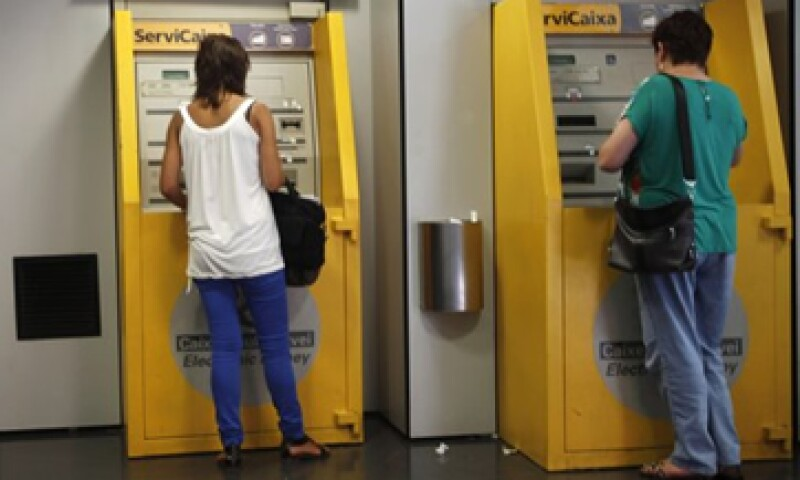 El Banco de España asegura que los usuarios no pueden cumplir con sus deudas debido al desempleo y la crisis en ese país. (Foto: Reuters)