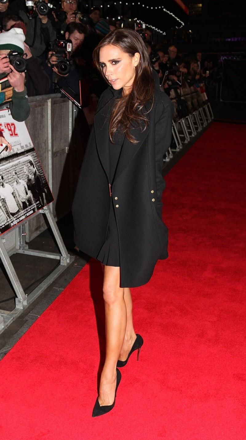 Victoria nuevamente dio cátedra de vestimenta con su estilo clásico.