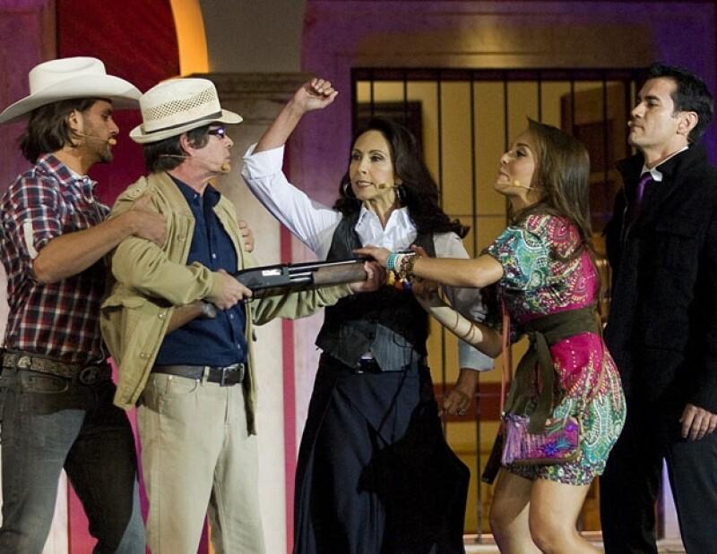 El Presidente de México convivió con los protagonistas del melodrama producido por Angeli Nesma, momentos antes de su presentación oficial en Televisa San Ángel.