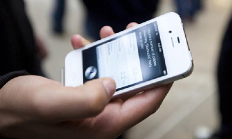 Un iPhone 5 puede ser vendido en 300 dólares antes de que Apple anuncie el nuevo modelo del teléfono. (Foto: Getty Images)