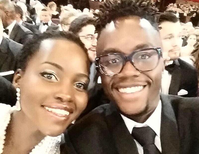 Lupita Nyong&#39o quiso repetir el exito de la selfie de Ellen DeGeneres y Kris Jenner recuerda a su ex, además Roger González vuelve a trabajar con Carla Medina, esto y más, hoy en ¿quién posteó qué?