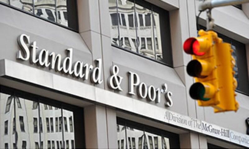 Según el New York Times, la SEC también investiga a las calificadoras Moodys y Fitch. (Foto: Cortesía CNNMoney)