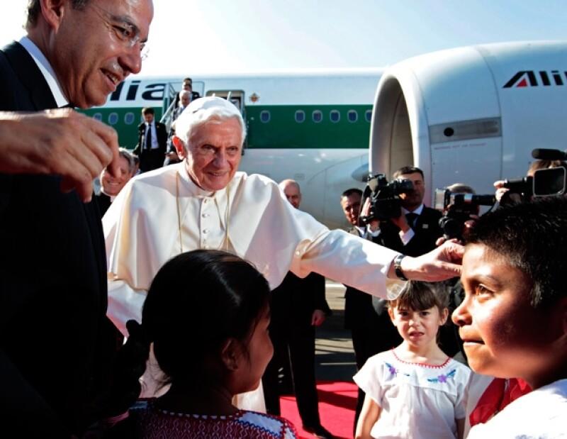 Su Santidad llegó al Aeropuerto Internacional del Bajío a las 16:30 horas, fue recibido por el presidente Felipe Calderón y su esposa Margarita Zavala.