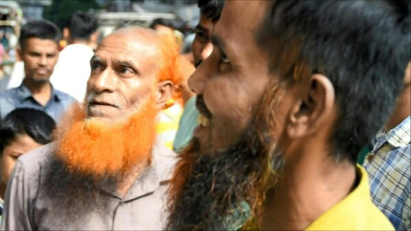 Estas barbas causan furor en Bangladesh por su color naranja