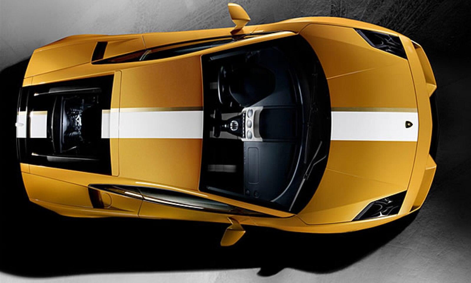 Creación del diseñador italiano Valentino Balboni, el vehículo incorpora un motor de 10 cilindros, capaz de conseguir una velocidad máxima de 320km/h. Su precio estimado en Estados Unidos es de 259,800 dólares, más impuestos.