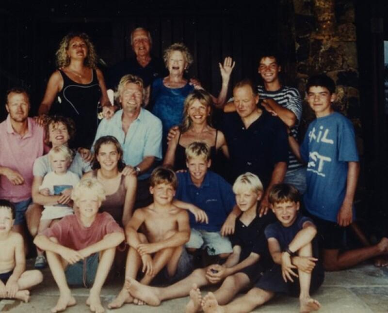Richard Branson también compartió una antigua foto celebrando Navidad con su familia en la isla.