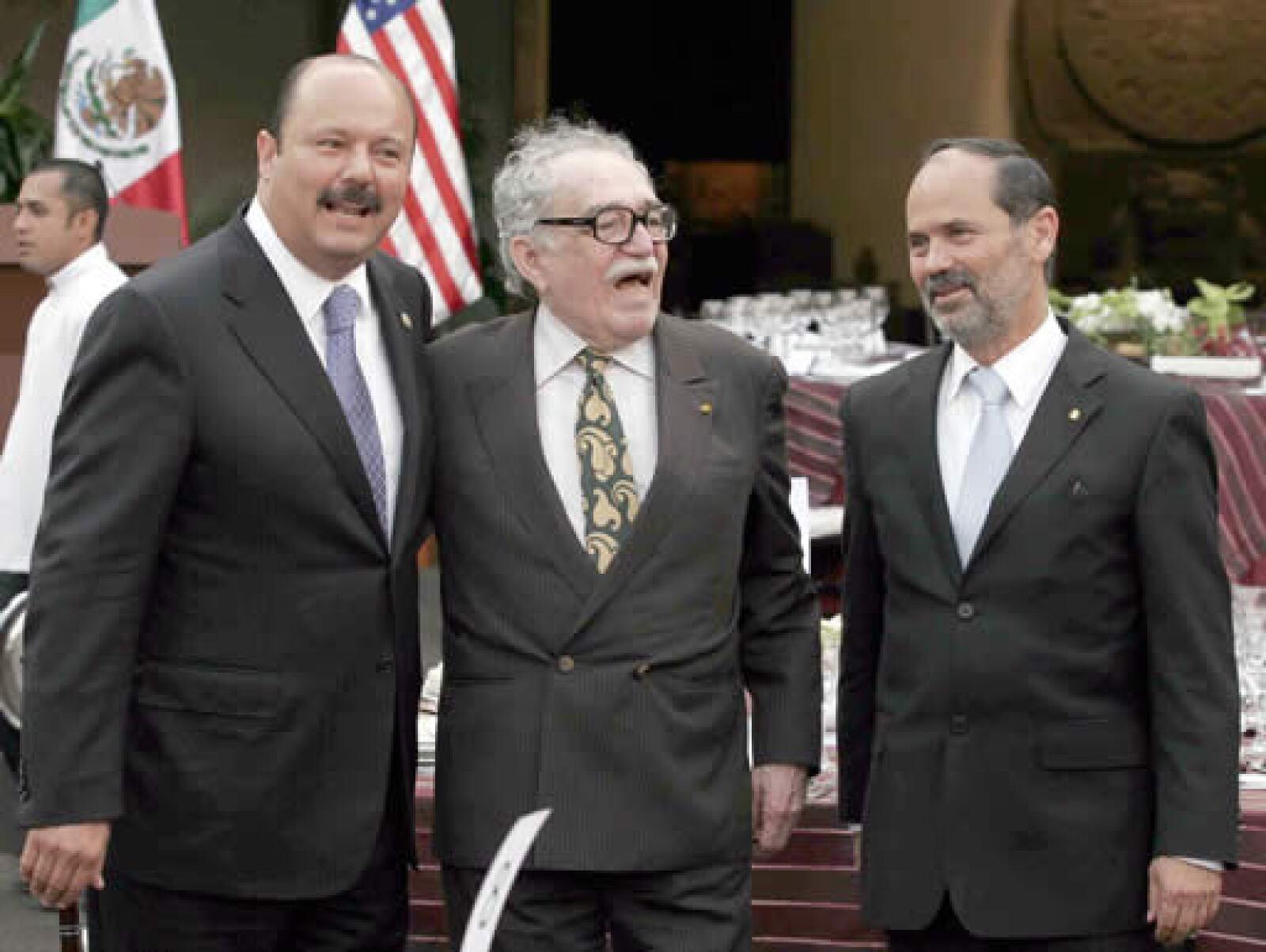 César Duarte, presidente de la Mesa Directiva de la Cámara de Diputados, el premio nobel de literatura Gabriel García Márquez y Gustavo Madero, presidente del Senado.