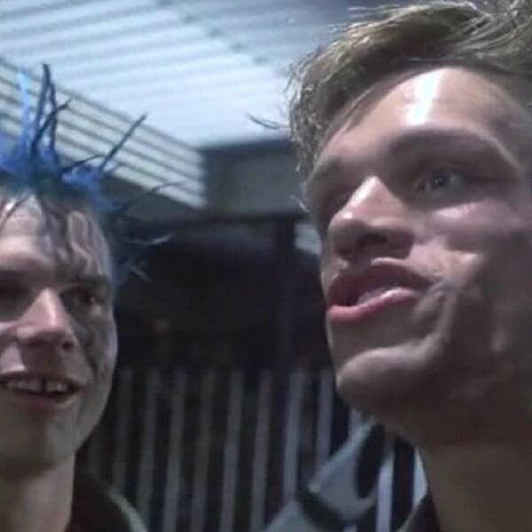 Bill Paxton, a la izquierda, tuvo un pequeño papel como un ?punk? que se enfrenta a ?Terminator?