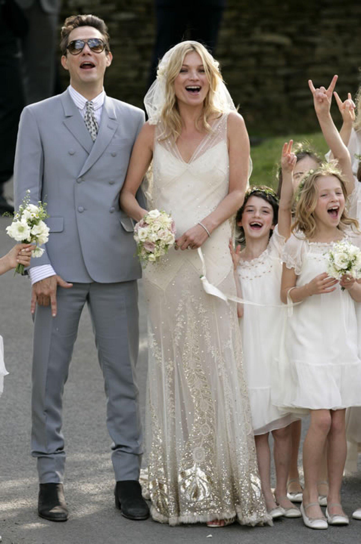 Kate Moss lo eligió para que diseñara su vestido de novia poco después de que anunciaran su salida de Dior.