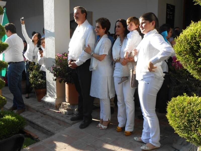 El lunes, además de Vicente y Marta Fox, también estuvo Ivonne Vázquez, esposa del hijo de Marta, y su nieto, Manuel Bribiesca.