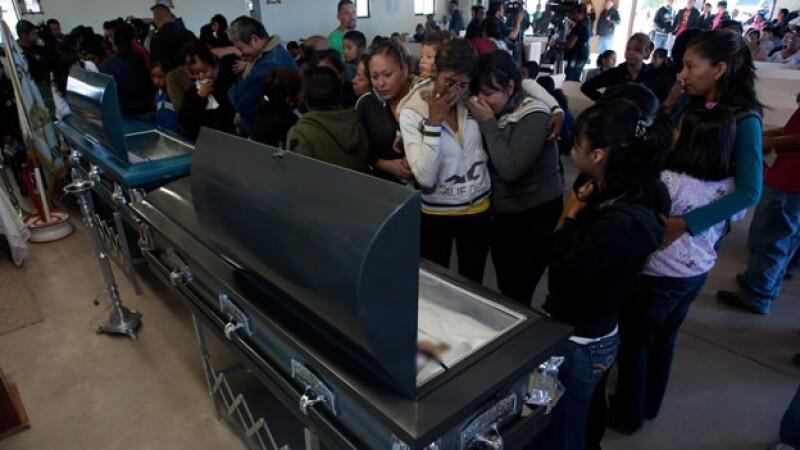 Familiares de jovenes asesinados en Villas del Salvarcar